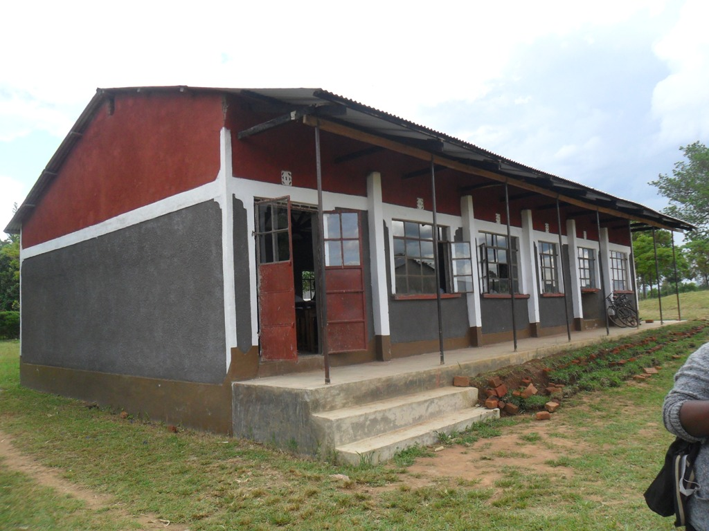 The Water Project : lwanda-k-sec-school-3