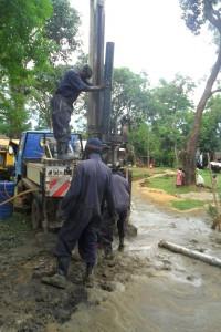 The Water Project : casing-wazee-hukumbuka-self-help-group-001