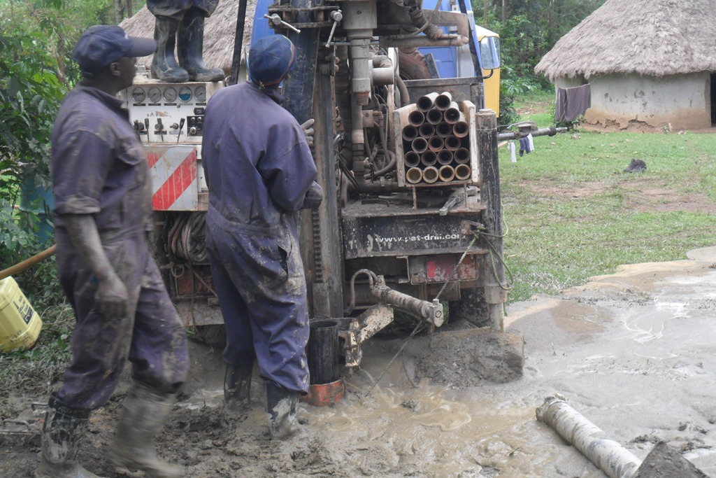 The Water Project : casing-wazee-hukumbuka-self-help-group-002-2