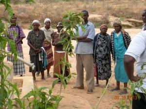 The Water Project : kenya4032_community-members