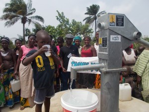The Water Project : sierraleone5042_03