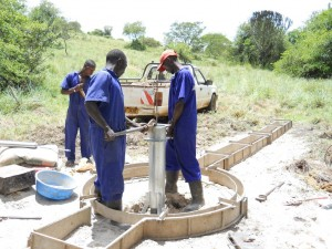 The Water Project : uganda6036-pump-installation