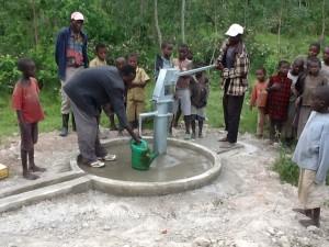 The Water Project : rwanda3071_10