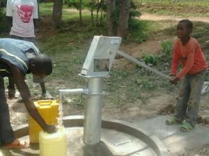 The Water Project : rwanda3075_09