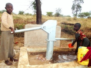 The Water Project : mba-ngoka-self-help-group_children-collecting-water-at-the-sand-dam-and-the-shallow-well1-2