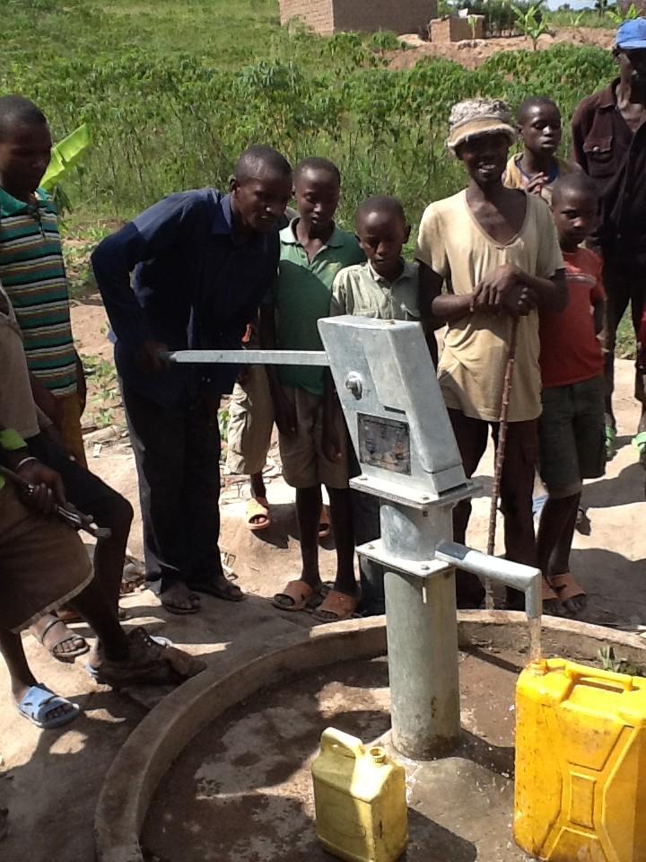 The Water Project : rwanda3084-06