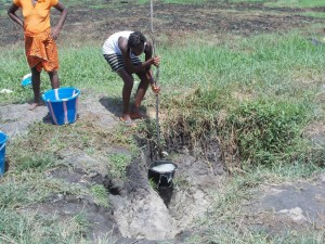 The Water Project : sierraleone5049-01-previous-water-source