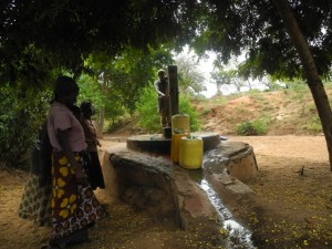 The Water Project : kenya4299-14-member-fetch-water-at-an-old-community-well