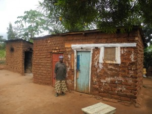 The Water Project : kenya4299-34-second-members-houses-and-daughter-in-law