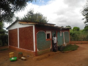 The Water Project : kenya4299-35-second-members-houses-and-daughter-in-law