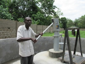 The Water Project : sierraleone5051-09-pumping-clean-water