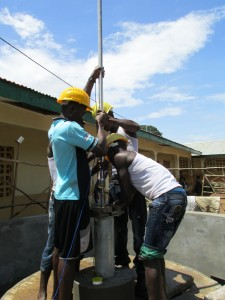 The Water Project : sierraleone5052-05-pump-install