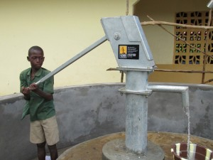 The Water Project : sierraleone5052-06-pumping-clean-water