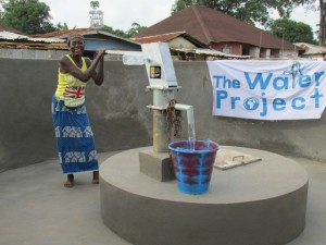 The Water Project : sierraleone5053-13-pumping