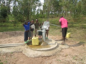 The Water Project : rwanda3080-03