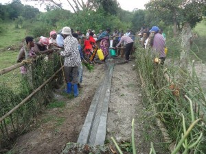 The Water Project : uganda6057-18-community-at-work