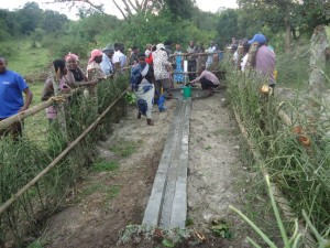 The Water Project : uganda6057-19-community-at-work