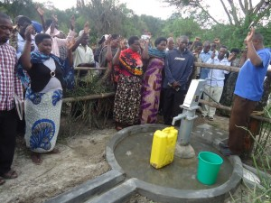 The Water Project : uganda6057-42-dedication-ceremony