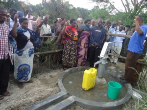 The Water Project : uganda6057-43-dedication-ceremony