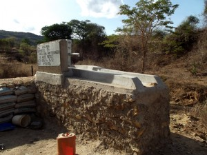 The Water Project : kenya4300-64-shallow-well