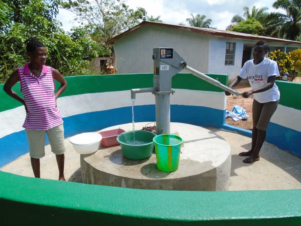 The Water Project : sierraleone5054-05-pumping-water