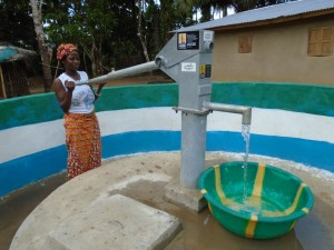 The Water Project : sierraleone5055-05-pumping-water