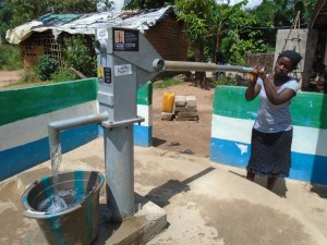 The Water Project : sierraleone5056-06-pumping-water