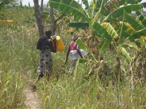 The Water Project : uganda678-01-going-to-get-water