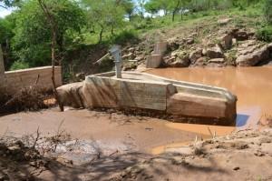 The Water Project : kenya4306-101-kakima-shallow-well-2