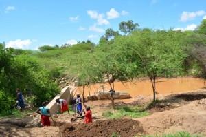 The Water Project : kenya4306-105-kakima-shallow-well