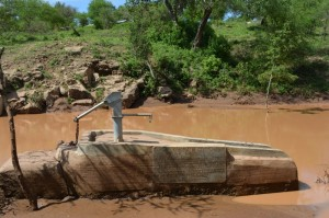The Water Project : kenya4306-97-kakima-shallow-well
