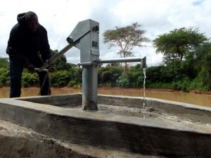 The Water Project : kenya4307-05-kee-2-shallow-well-complete