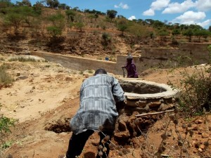 The Water Project : kenya4308-66-shallow-well-construction