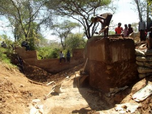 The Water Project : kenya4309-32-shallow-well