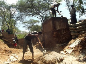 The Water Project : kenya4309-34-shallow-well