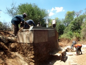 The Water Project : kenya4309-35-shallow-well