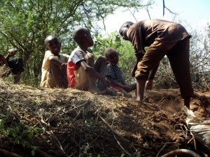 The Water Project : kenya4309-36-shallow-well