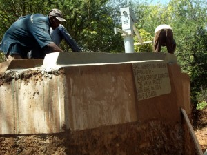 The Water Project : kenya4309-37-shallow-well