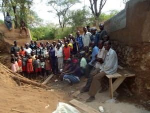 The Water Project : kenya4309-41-shallow-well