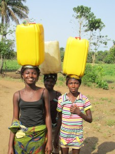 The Water Project : sierraleone5070-04-previous-water-source