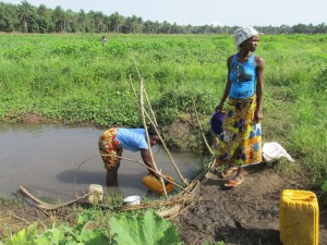 The Water Project : sierraleone5070-05-previous-water-source