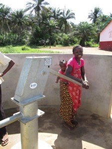 The Water Project : sierraleone5070-100-pumping-safe-water