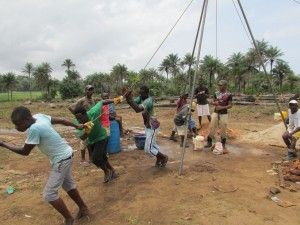 The Water Project : sierraleone5070-30-manual-yield-testing