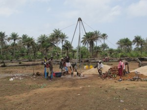 The Water Project : sierraleone5070-31-manual-yield-testing-emptying-yield-testing-pipe