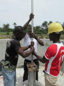The Water Project : sierraleone5070-45-pump-installation