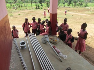 The Water Project : sierraleone5070-46-pump-installation