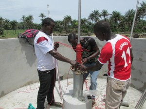 The Water Project : sierraleone5070-48-pump-installation