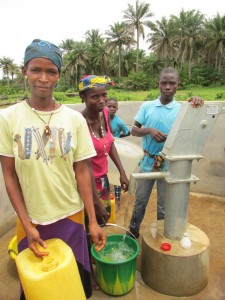 The Water Project : sierraleone5070-51-pumping-safe-water