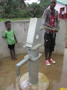 The Water Project : sierraleone5070-61-pumping-safe-water