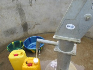 The Water Project : sierraleone5070-62-pumping-safe-water
